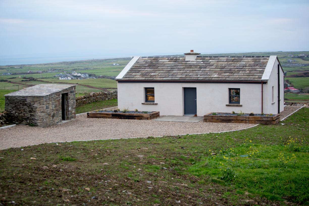 Cottages in Ireland Elfin Cottage is Doolin near the cliffs of Moher Copper Bath