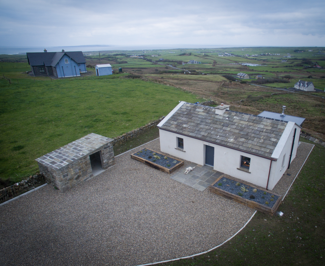 Elfin Cottage is Doolin near the cliffs of Moher Copper Bath